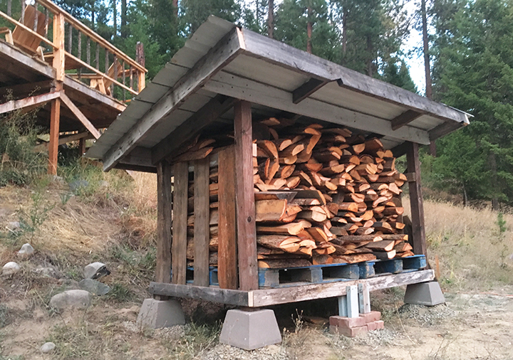 20+ DIY Pallet Firewood Shed Plans, Tutorials and Ideas