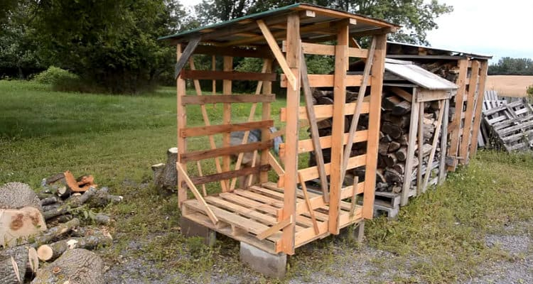 Pallet Movable Firewood Shed