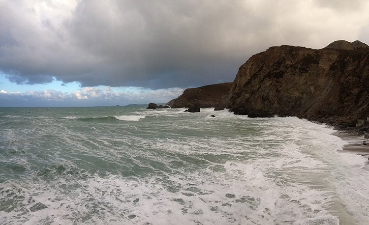Trevaunance Cove, St Agnes, Cornwall. Winter Waves. Copyright Stephanie Boon, 2018. All Rights Reserved.
