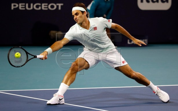 Roger Federer of Switzerland in action against Kevin Anderson of South Africa during their men's quarterfinals match at the Miami Open tennis tournament in Miami, Florida, USA, 28 March 2019.  EPA-EFE/JASON SZENES