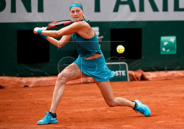 Petra Kvitova of Czech Republic plays Anett Kontaveit of Estonia during their women?s third round match during the French Open tennis tournament at Roland Garros in Paris, France, 02 June 2018.  EPA-EFE/CHRISTOPHE PETIT TESSON