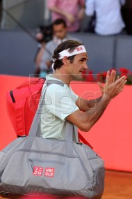 Switzerland's Roger Federer leaves the court after losing his quarter final match against Austria's Dominic Thiem at the Mutua Madrid Open tennis tournament in Madrid, Spain, 10 May 2019. EPA-EFE/KIKO HUESCA