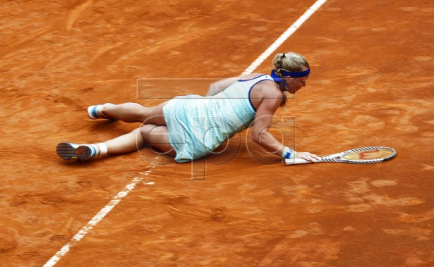 Kiki Bertens of the Netherlands falls during her women's semi final match against Johanna Konta of Britain at the Italian Open tennis tournament in Rome, Italy, 18 May 2019.  EPA-EFE/RICCARDO ANTIMIANI