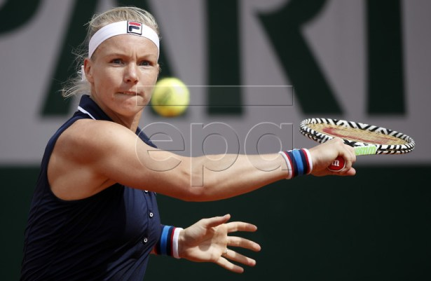 Kiki Bertens of the Netherlands plays Pauline Parmentier of France during their women?s first round match during the French Open tennis tournament at Roland Garros in Paris, France, 27 May 2019.  EPA-EFE/YOAN VALAT