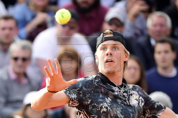 Denis Shapovalov of Canada plays Jan-Lennard Struff of Germany during their men?s first round match during the French Open tennis tournament at Roland Garros in Paris, France, 27 May 2019.  EPA-EFE/CAROLINE BLUMBERG