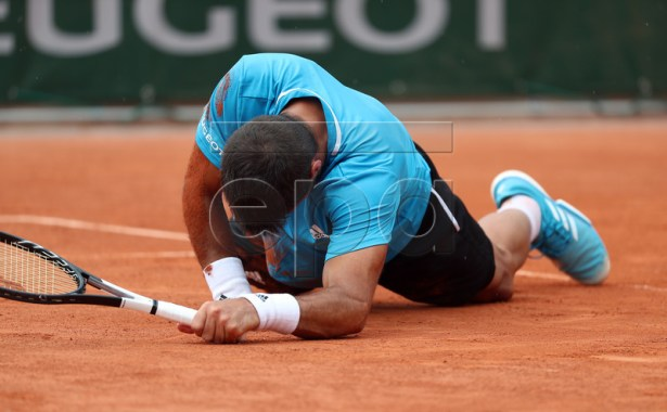 Fernando Verdasco of Spain reacts after falling as he plays Daniel Evans of Britain during their men?s first round match during the French Open tennis tournament at Roland Garros in Paris, France, 28 May 2019.  EPA-EFE/SRDJAN SUKI