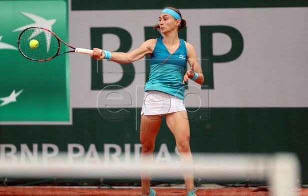 Aleksandra Krunic of Serbia plays Lesia Tsurenko of Ukraine during their women?s second round match during the French Open tennis tournament at Roland Garros in Paris, France, 30 May 2019. EPA-EFE/SRDJAN SUKI