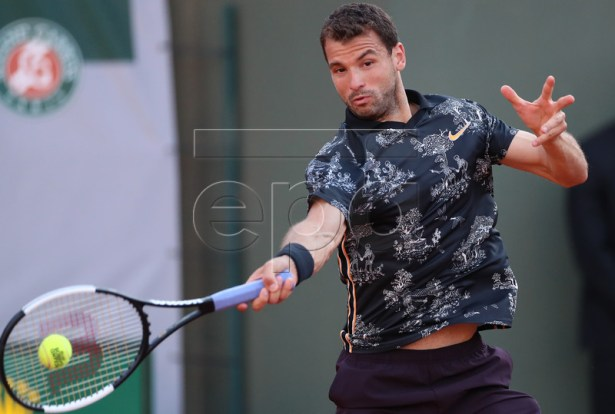 Grigor Dimitrov of Bulgaria plays Stan Wawrinka of Switzerland during their men?s third round match during the French Open tennis tournament at Roland Garros in Paris, France, 31 May 2019. EPA-EFE/SRDJAN SUKI