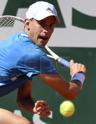Dominic Thiem of Austria plays Pablo Cuevas of Uruguay during their men?s third round match during the French Open tennis tournament at Roland Garros in Paris, France, 01 June 2019.  EPA-EFE/JULIEN DE ROSA
