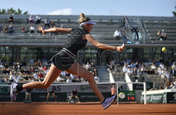 Amanda Anisimova of the USA plays Aliona Bolsova of Spain during their women?s round of 16 match during the French Open tennis tournament at Roland Garros in Paris, France, 03 June 2019. EPA-EFE/JULIEN DE ROSA