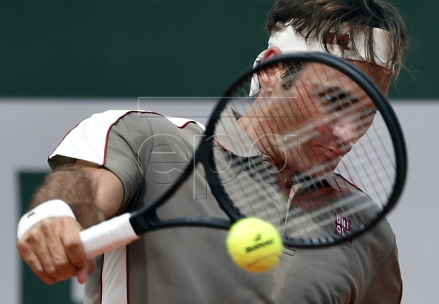 Roger Federer of Switzerland plays Stan Wawrinka of Switzerland during their men?s quarter final match during the French Open tennis tournament at Roland Garros in Paris, France, 04 June 2019. EPA-EFE/JULIEN DE ROSA