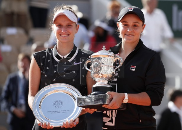 Winner Ashleigh Barty of Australia (R) and runner-up Marketa Vondrousova of the Czech Republic poses with their trophies after the women?s final match during the French Open tennis tournament at Roland Garros in Paris, France, 08 June 2019. EPA-EFE/YOAN VALAT