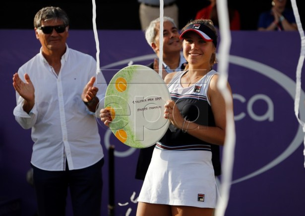 US Sofia Kenin after winning against Swiss Belinda Bencic during their final match of the WTA Majorca Open, in Santa Ponsa's Club, in Mallorca, Balearic Isands, Spain, 23 June 2019. EPA-EFE/CLARA MARGAIS