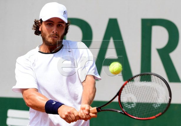 Marco Trungelliti of Argentina in action against Quentin Halys of France during their men?s 1st round single match  during the French Open tennis tournament at Roland Garros in Paris, France, 28 May 2017.  EPA/CAROLINE BLUMBERG