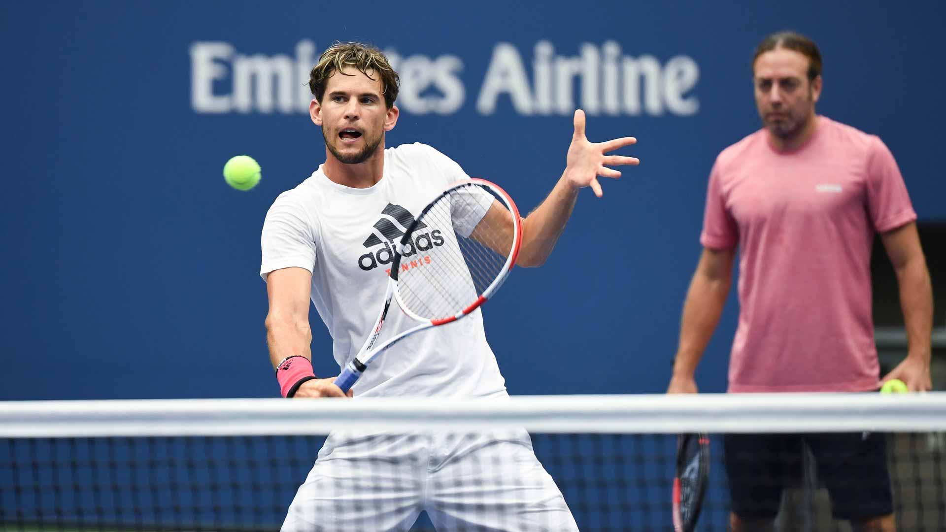 Djokovic sails through to quarters as Murray bows out