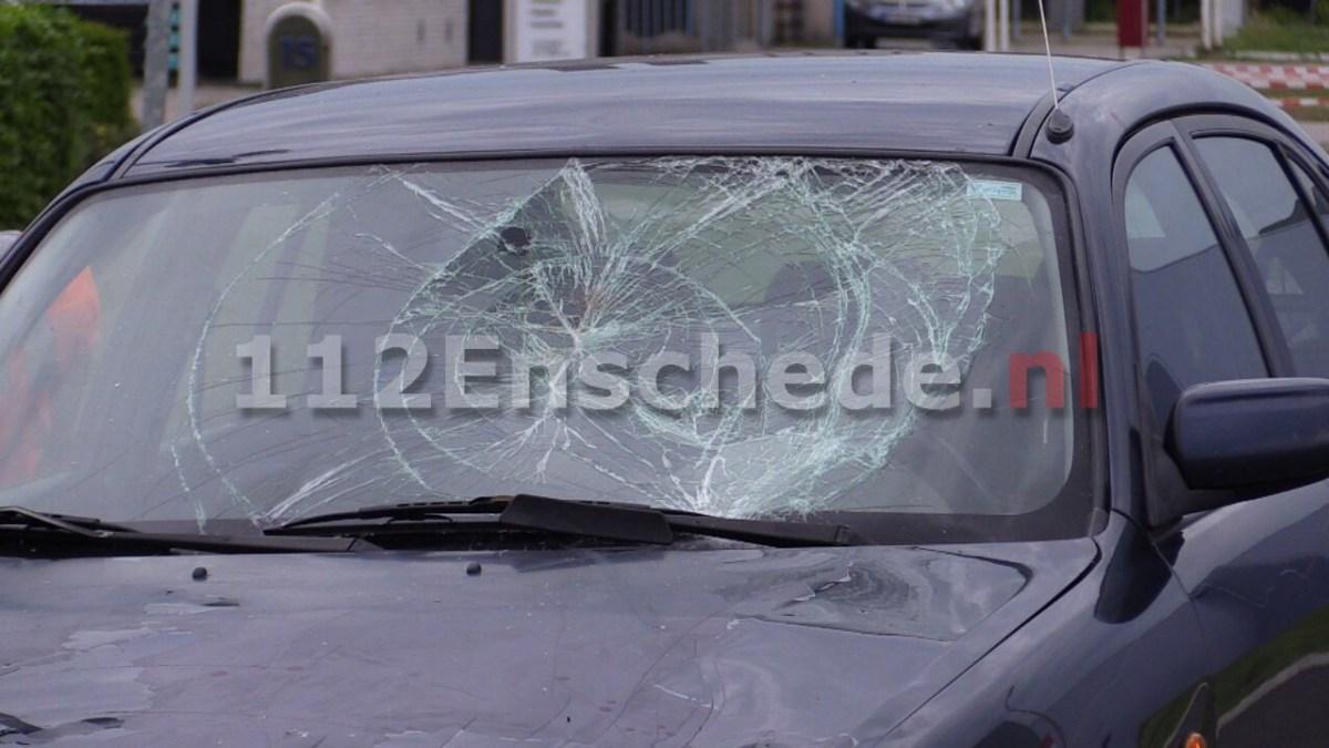Wielrenner geschept door auto in Enschede