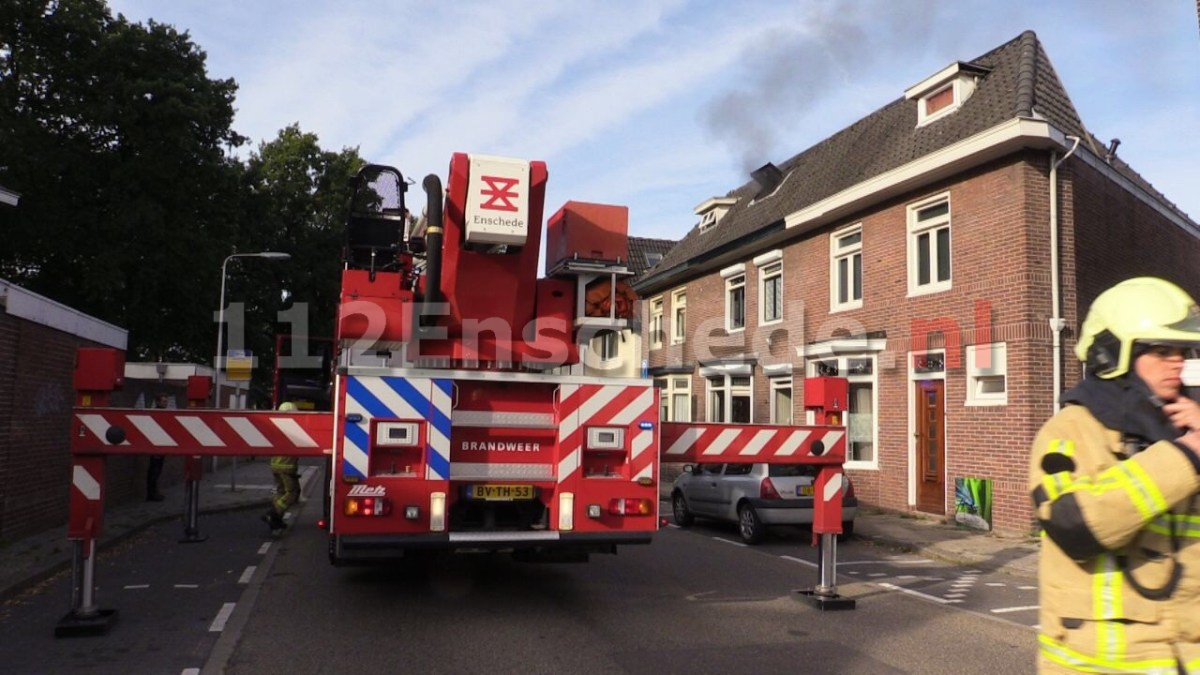Brand op zolder van woning in Enschede