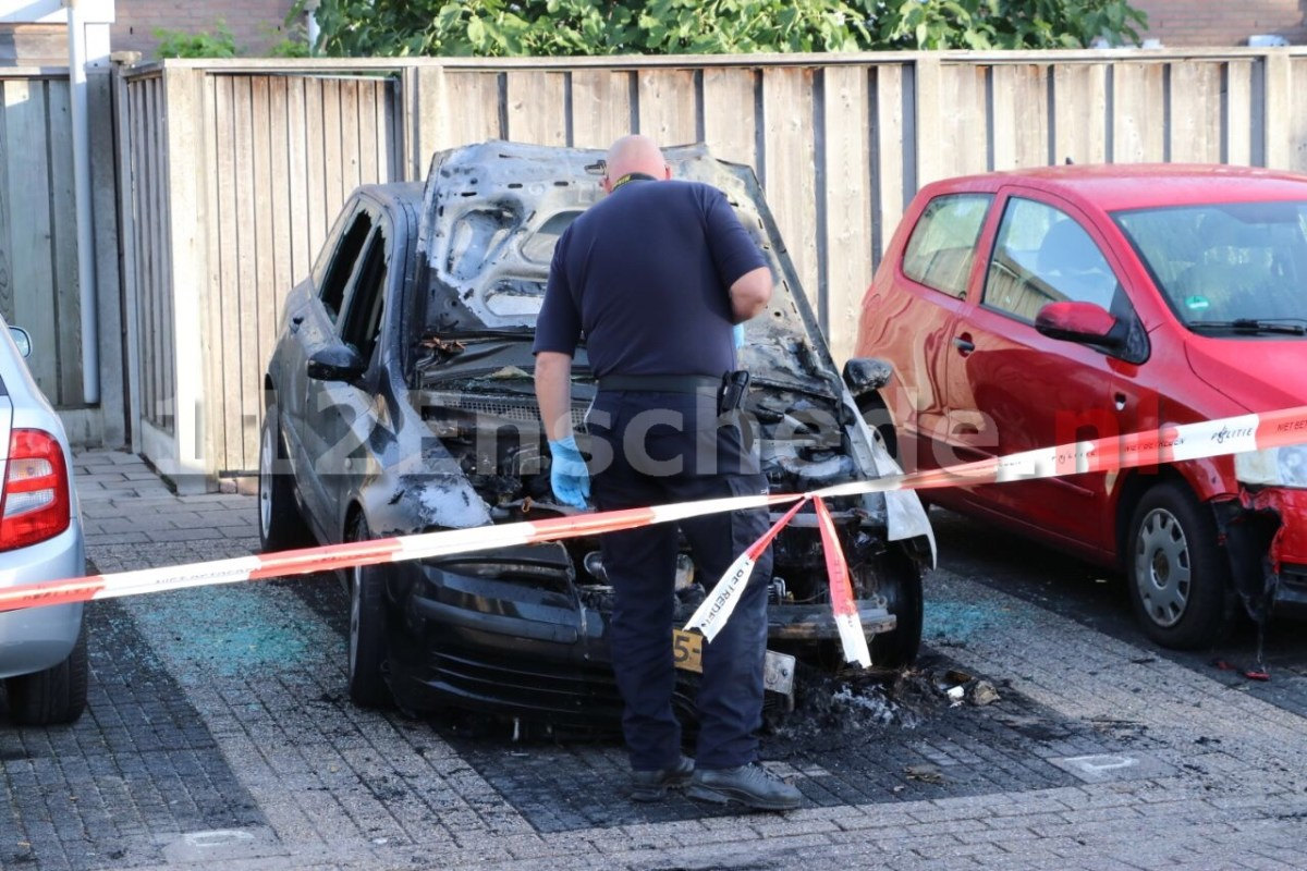 Forensisch onderzoek naar achtste autobrand in Enschede