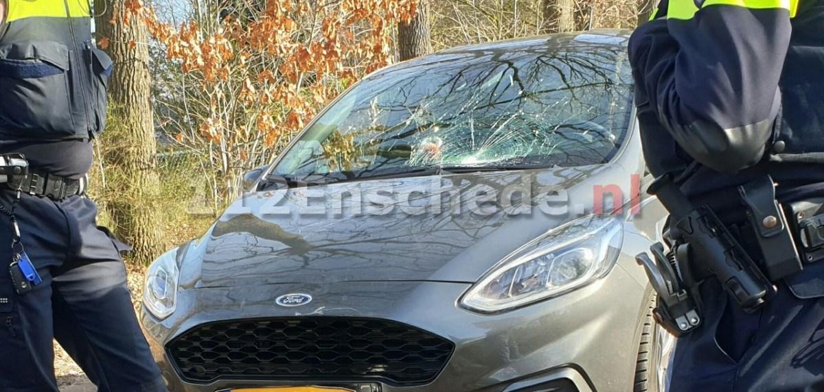 Jongen geschept door auto in Enschede