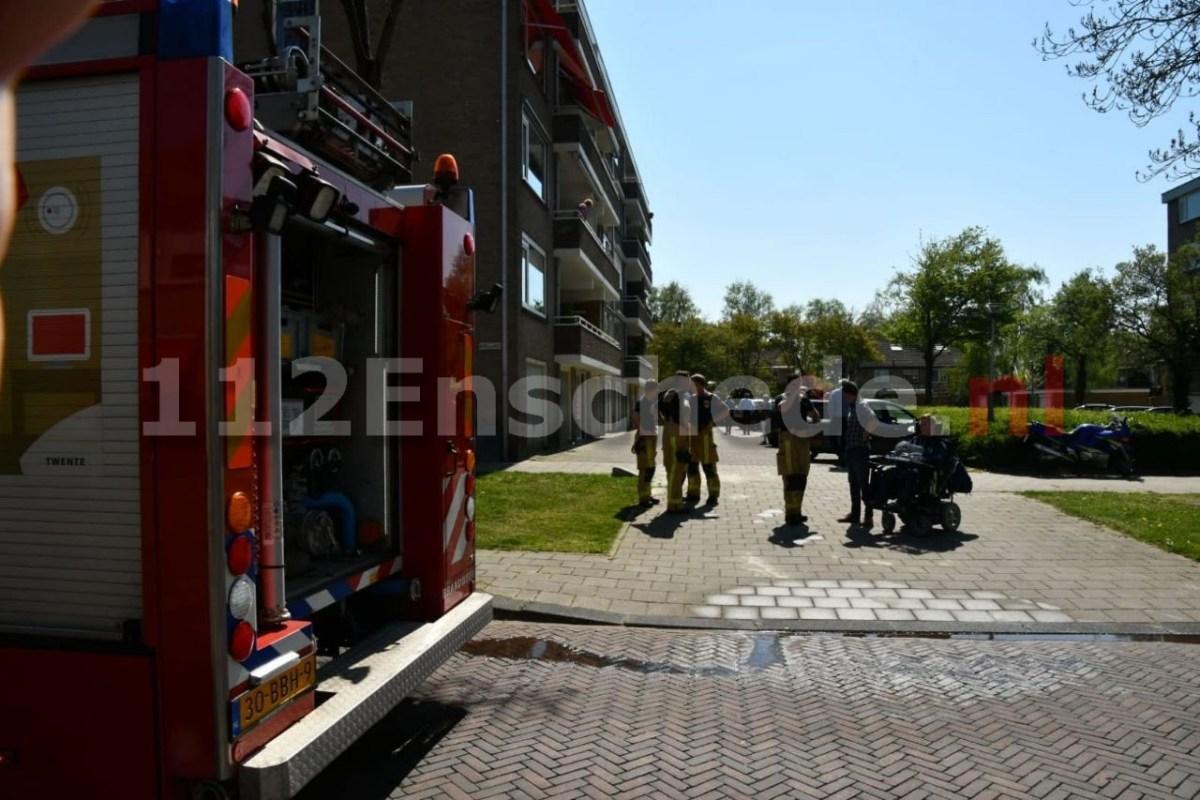 Brandweer forceert deur na brandmelding in Enschede
