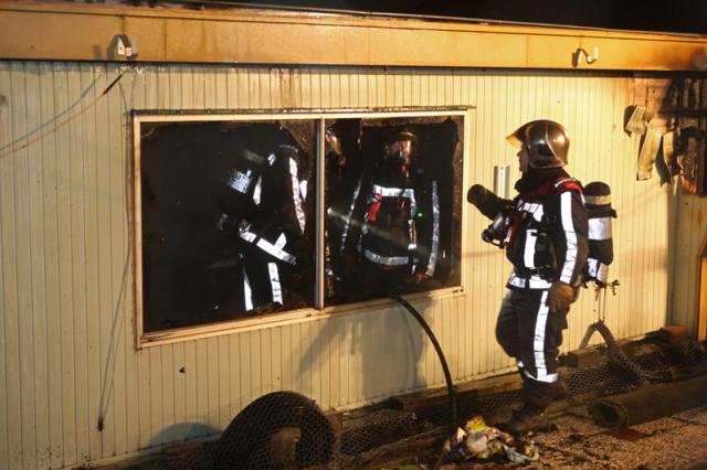 Woonboot verwoest door brand; huisdieren gered