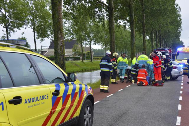 Hoofddorp: Man ernstig gewond na aanrijding met boom
