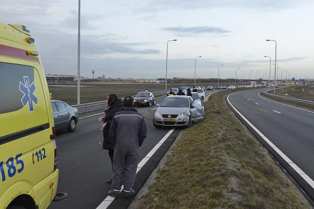 Rozenburg: Flinke schade na aanrijding met vrachtwagen