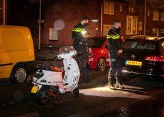 IJmuiden – Beschonken scooterrijder klem onder auto