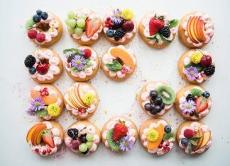 foods for beautiful skin include berries, peaches, and kiwi
