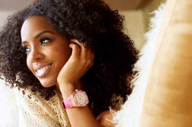 Kelly Rowland is famous for her curly, big hair