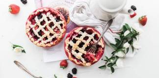 vegan dating - berry pies - photo by Brooke Lark @ Unsplash