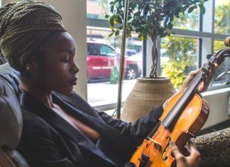 How to Tell if a Jamaican Man is Using You woman-holding-violin-by-the-window-