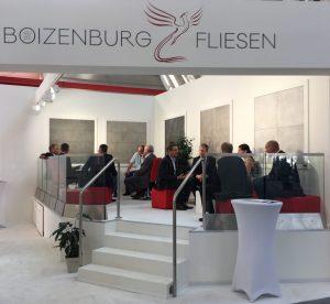 messestand-boizeburg-fliesen_gespra%cc%88che