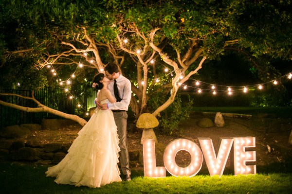 couples-at-marquee-wedding