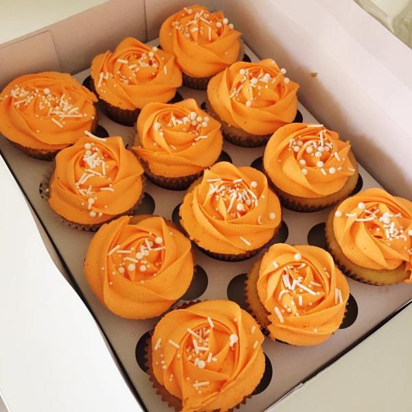 Delicious vanilla cupcakes - 123WeddingCards