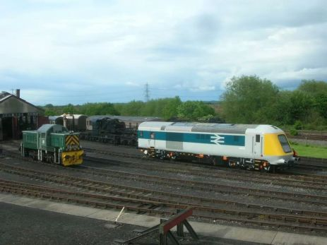 41001 at Didcot Railway Centre alongside Class 14 D9516