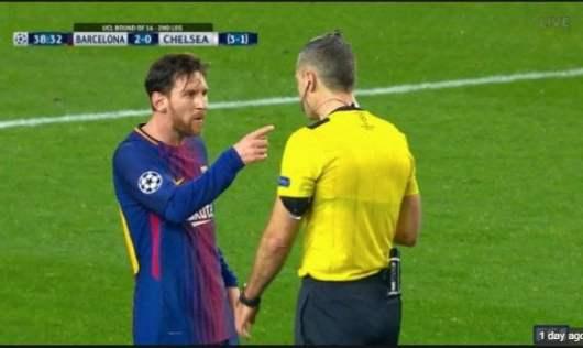 La réponse de Messi lors de son altercation avec l'arbitre de Barça-Chelsea !