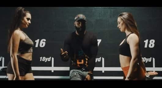 Kaaris dans l'octogone avec le clip Aieaieouille avant le combat face à Booba