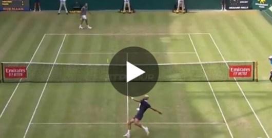 Tsonga se lance dans une partie de Tennis-Ballon en plein match avec Paire !
