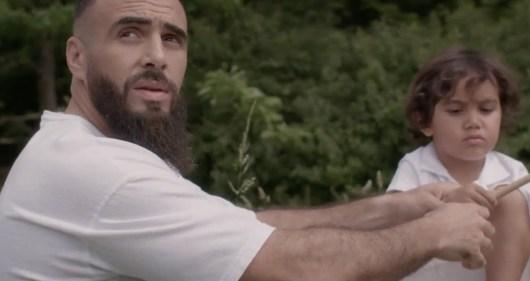 Médine invite ses enfants et sa femme dans le clip « Enfants Forts »