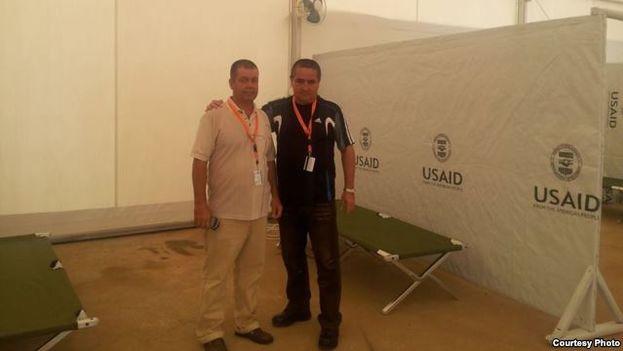 Médicos cubanos en el interior del hospital de Monrovia, Liberia, de la USAID.