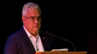 Carlos Cabrera Pérez, el alcalde cubano de Aldeacentenera, Cáceres. (Frank Coutts)