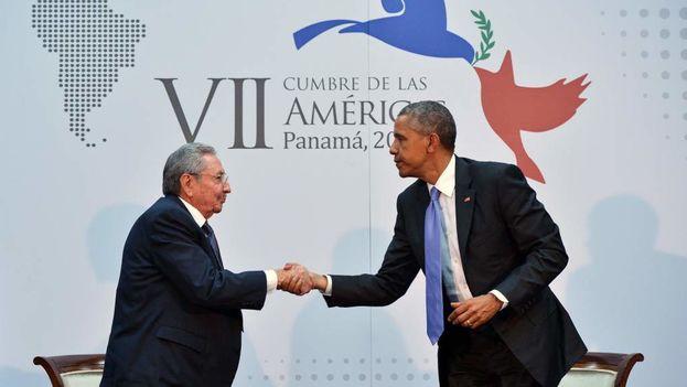 Raúl Castro junto a Barack Obama en conferencia de prensa durante Cumbre de las Américas