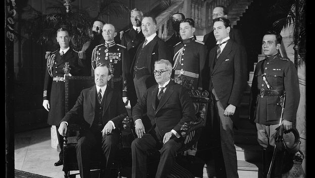 Coolidge junto al presidente Machado en la embajada de Cuba en Washington en el año 1927. (Library of Congress)