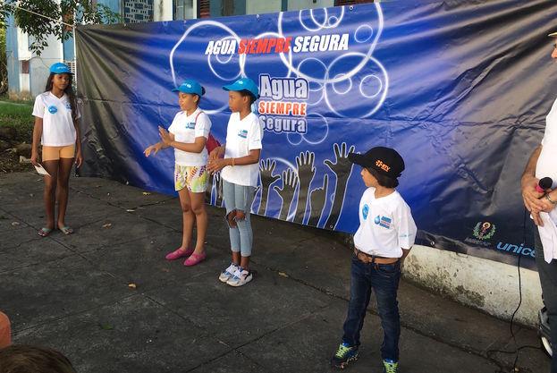"""El Fondo de las Naciones Unidas para la Infancia y el Ministerio de Salud Pública llevan a cabo en Cuba la campaña """"Agua Siempre Segura"""". (14ymedio)"""