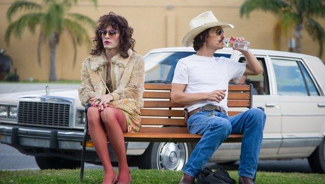 Fig. 6: Det umage par i Dallas Buyers Club: Ron og Rayons tvinges af omstændighederne til at tilbringe tid sammen, og langsomt opstår et venskab mellem de to mænd, på samme måde som had er blevet vendt til kærlighed mellem mand og kvinde i utallige film.
