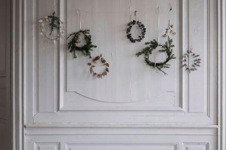 Bild: https://nordicdesign.ca // Zweige mit etwas Draht zusammen binden und an einer Schnur an die Wand oder in das Fenster hängen