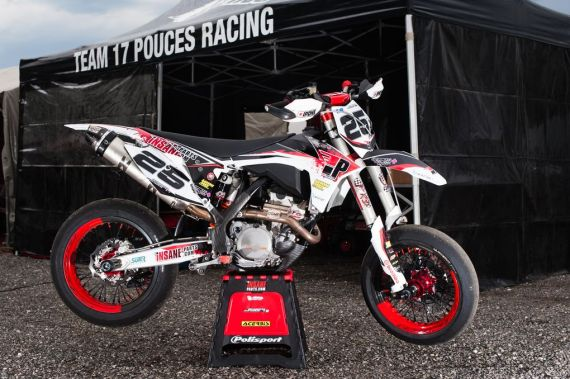 Moto de course supermotard