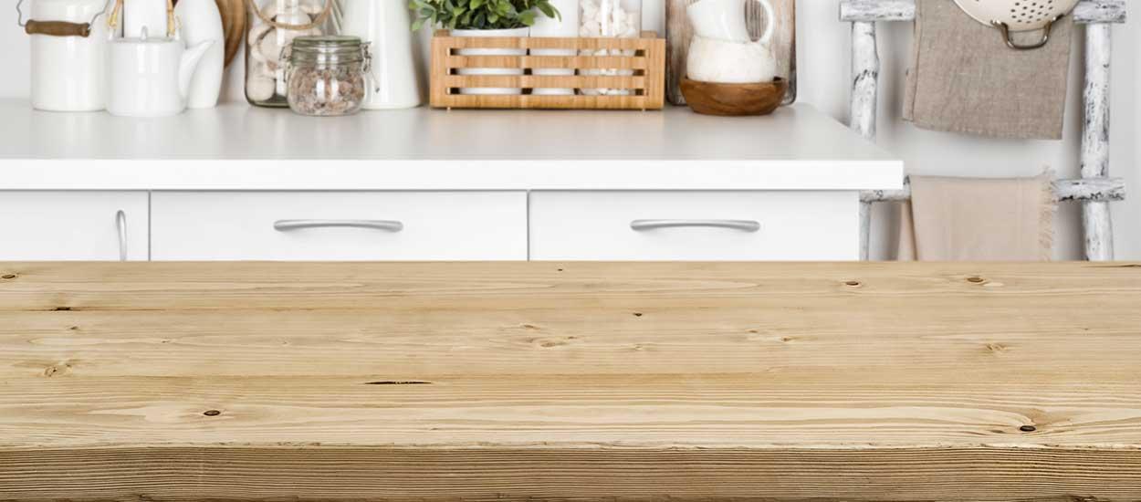 video comment proteger et entretenir un plan de travail de cuisine en bois