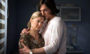 Trost von Sunny (Martin Walde): Denn Tanja (Sybille Waury) bangt um ihren Sohn Simon, der seit seinem Unfall im künstlichen Koma liegt. Wird der Junge jemals wach werden?